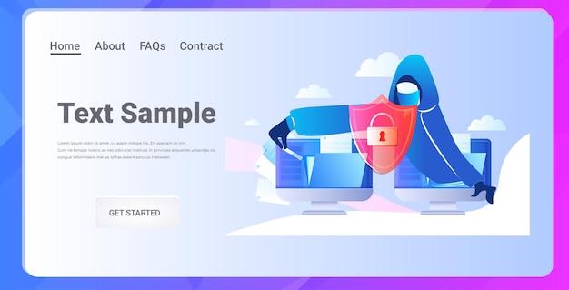 Hacker roubando dados pessoais confidenciais homem anônimo atacando computador cibercriminoso phishing conceito de hacking cópia horizontal espaço