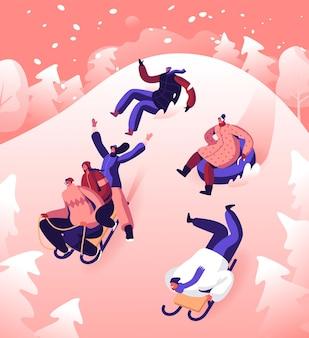 Happy people friends company realizando lazer atividades ao ar livre descida de ladeira de trenó e tubulação. ilustração plana dos desenhos animados