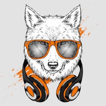 Hipster de lobo nos fones de ouvido. cachorro lindo.