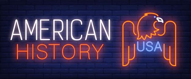 História americana, texto de néon dos eua com águia