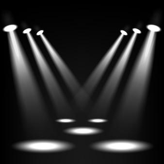 Holofotes brancos brilhando no fundo do lugar escuro