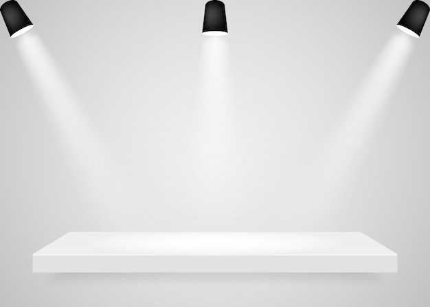 Holofotes brilham na plataforma