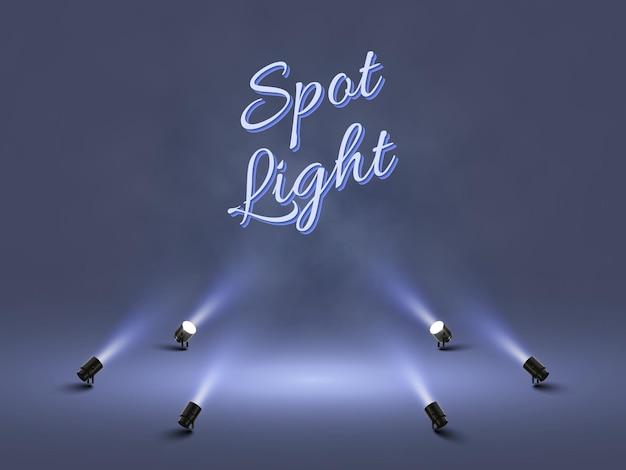 Holofotes com luz branca brilhante brilhando no palco