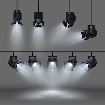 Holofotes com luz branca brilhante brilhando palco