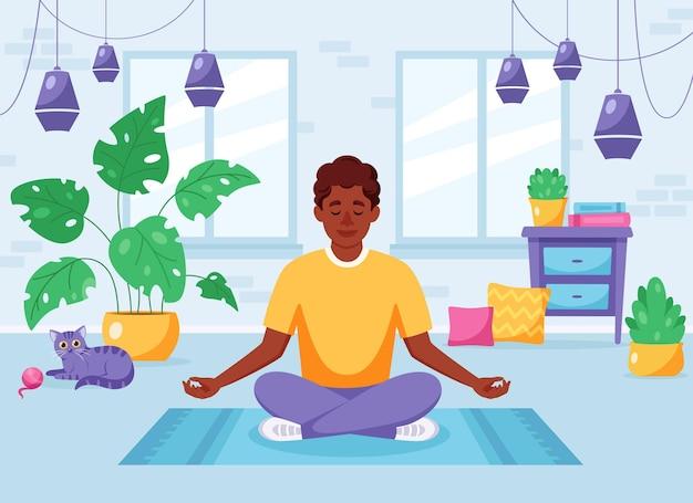 Homem afro-americano meditando na posição de lótus em um interior moderno e aconchegante