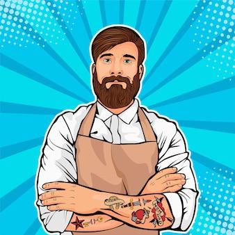 Homem barbudo com tatuagem nos braços