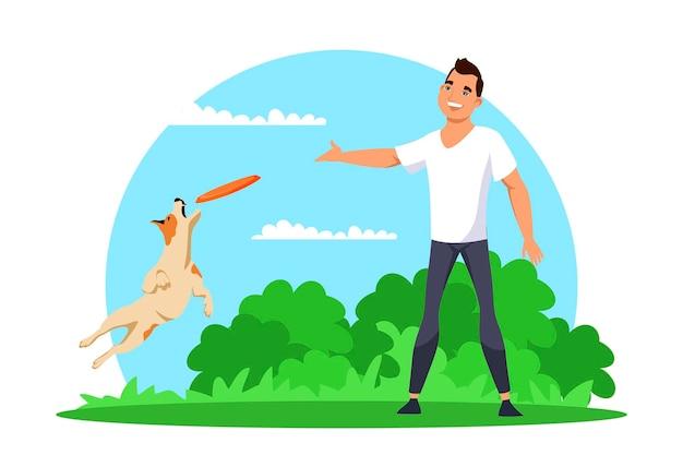 Homem brincando de brinquedo com seu animal de estimação no parque. jovem sorridente joga um disco voador e um cachorro pulando para pegá-lo