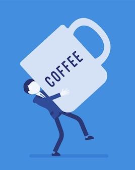 Homem carregando uma caneca de café gigante