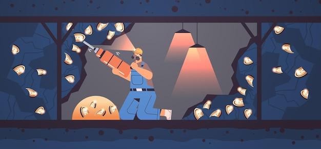 Homem cavando e extraindo bitcoins na mina caverna minerando criptomoedas criptomoedas digitais conceito