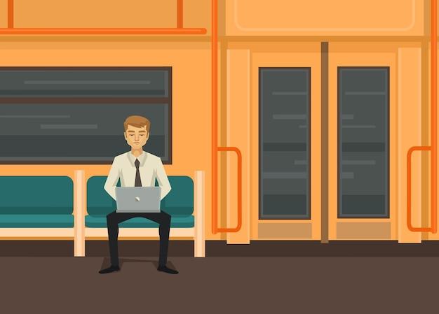 Homem com computador no trem