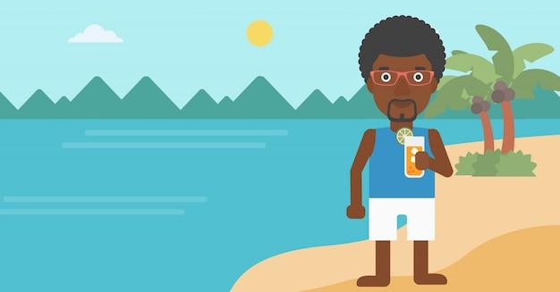 Homem com coquetel na praia.