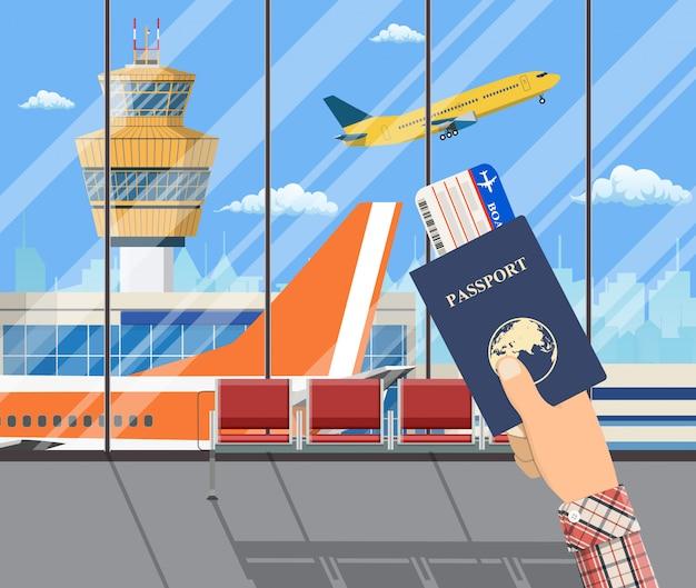 Homem com passaporte e cartão de embarque