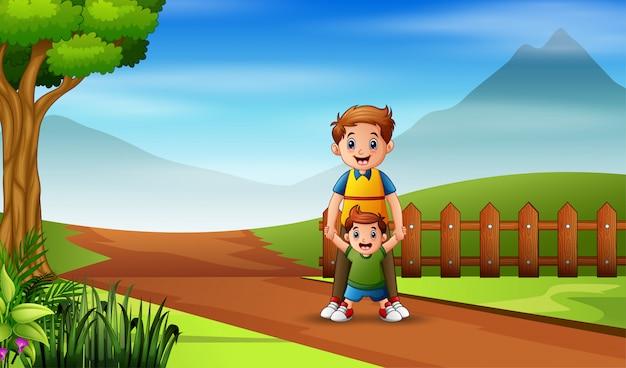 Homem com seu filho caminhando na estrada