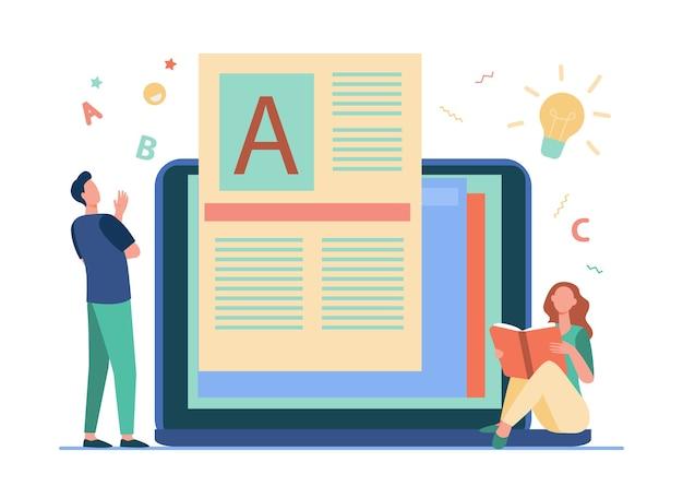 Homem criando conteúdo para blog e mulher lendo livro online.