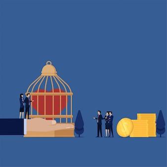 Homem de conceito de ilustração plana de negócios paga pelo coração sobre a metáfora da gaiola do seguro de saúde.