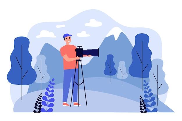 Homem de desenho animado em pé e usando a câmera no tripé