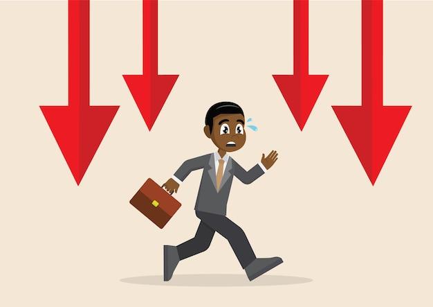 Homem de negócios africano que corre longe do gráfico de queda.