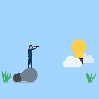 Homem de negócios com binóculos vê uma ideia na nuvem