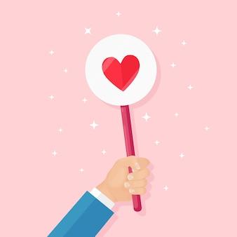 Homem de negócios com o cartaz de coração vermelho. redes sociais, rede. boa opinião. testemunhos, feedback, avaliação do cliente, como o conceito. dia dos namorados.