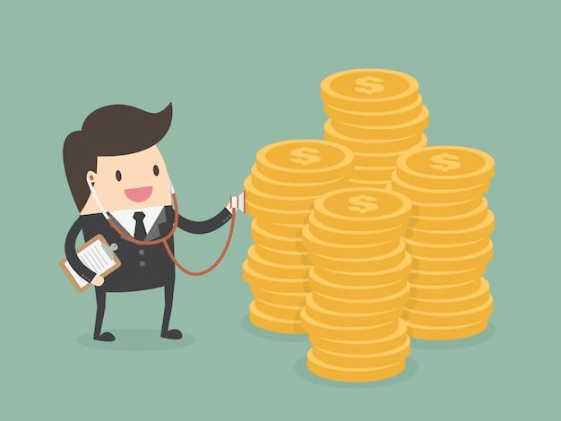 Homem de negócios com uma pilha de moedas