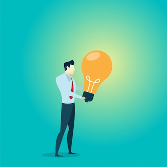 Homem de negócios de pessoas segurar a idéia de blub luz