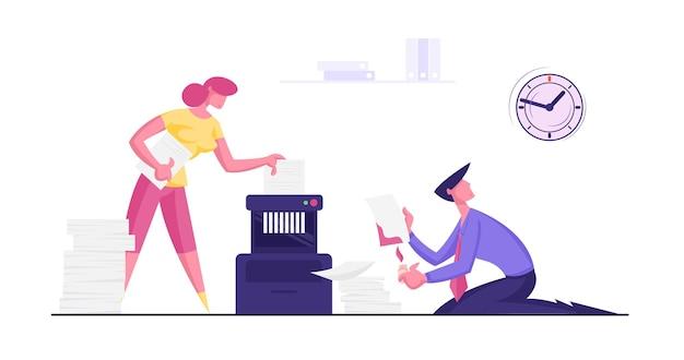 Homem de negócios e mulher de negócios no escritório colocam documento secreto de papel na trituradora