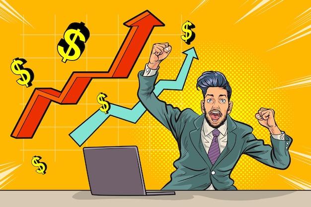 Homem de negócios feliz de quadrinhos de arte pop trabalhando com laptop surpreso com o gráfico de seta corporativo