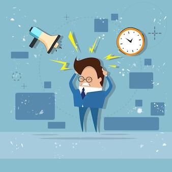 Homem de negócios ocupado multitarefa prazo sobrecarregado