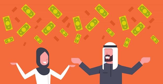 Homem de negócios rico árabe casal e mulher jogando dinheiro no conceito de sucesso financeiro muçulmano