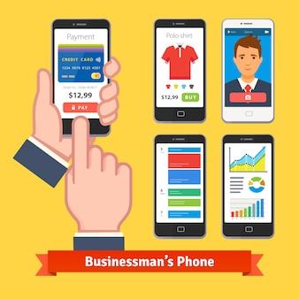 Homem de negócios segurando e tocando dedo em seu telefone