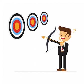 Homem de negócios, visando o alvo com arco e flecha