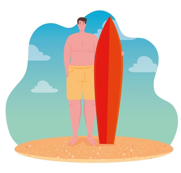 Homem de short, cara feliz em traje de banho com prancha de surf na praia, temporada de férias de verão