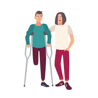 Homem de uma perna só com muletas em pé junto com seu amigo. personagem de desenho animado masculino sorridente com deficiência física caminhando. ilustração em vetor plana colorida.