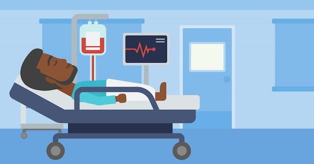 Homem deitado na cama do hospital.