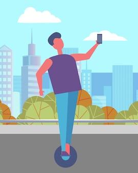 Homem dirigindo hoverboard ou gyroscooter no parque da cidade