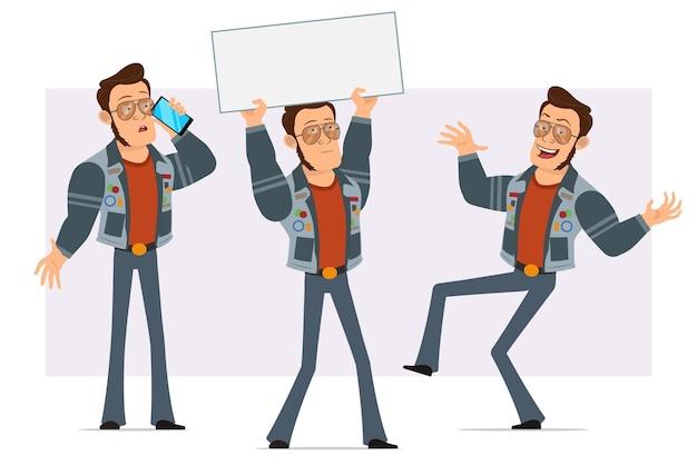 Homem disco forte dos desenhos animados em óculos de sol e jaqueta jeans. rapaz falando no telefone, segurando um cartaz de papel em branco e dançando.