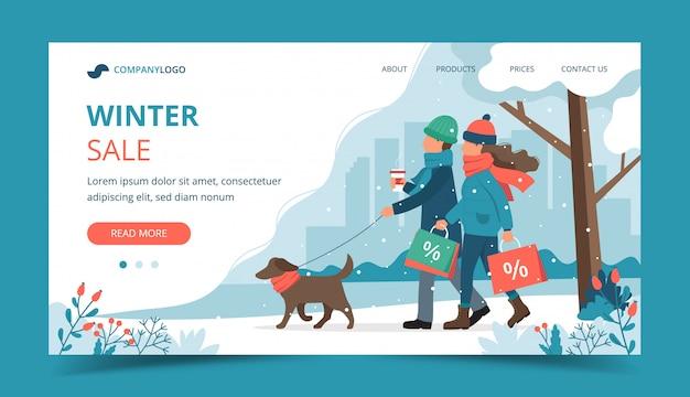 Homem e mulher com sacolas de vendas, passeando com o cachorro na página inicial do inverno