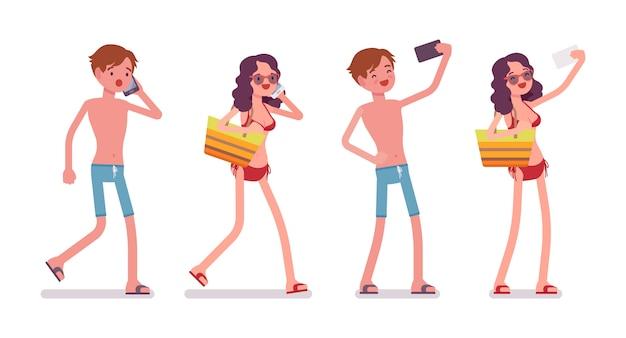 Homem e mulher em um beachwear, fazendo selfie, telefone falando
