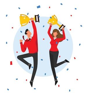 Homem e mulher pulando e comemorando a vitória segurando seu troféu