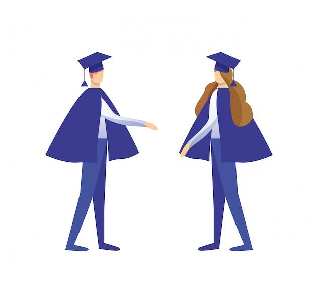 Homem e mulher vestida de manto e boné acadêmico