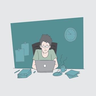 Homem está digitando o trabalho de escritório
