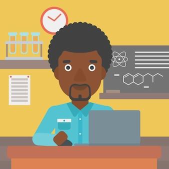 Homem estudando com laptop.