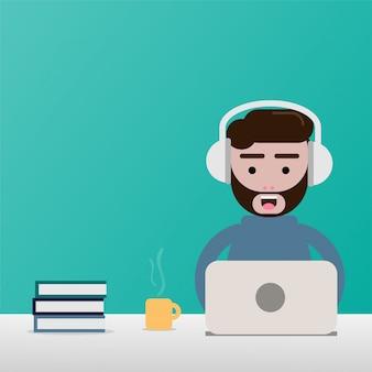 Homem freelance do projeto liso e escritório de trabalho exterior