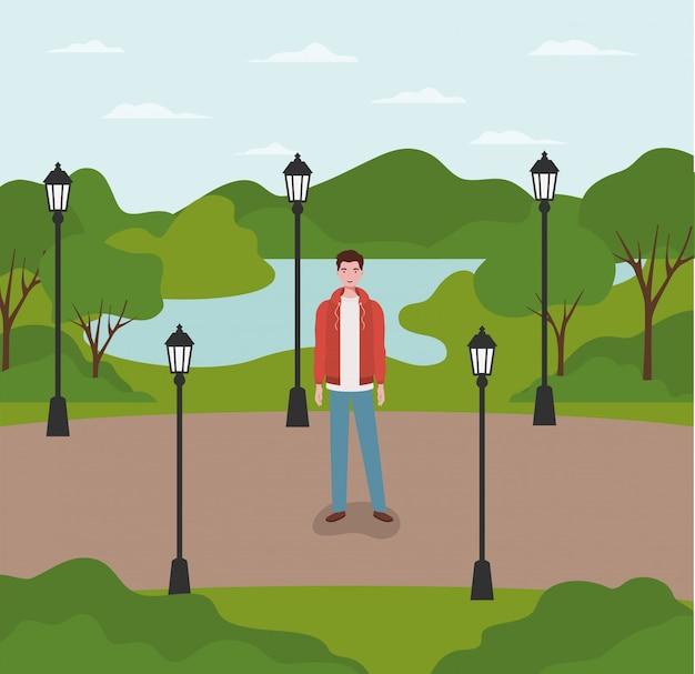Homem jovem e casual no personagem do parque