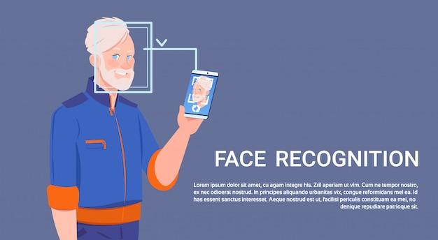Homem, mantenha, esperto, telefone, examinando, rosto, reconhecimento, conceito biometric, controle acesso, tecnologia