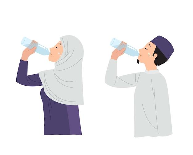 Homem muçulmano e mulher bebendo água de uma garrafa de plástico. mantenha-se hidratado durante o mês do ramadã. design plano
