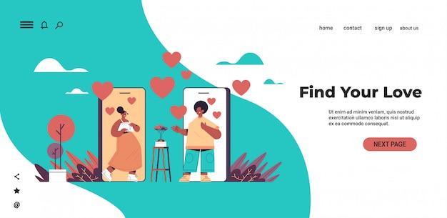 Homem mulher bate-papo móvel namoro app americano africano casal discutindo durante reunião virtual relacionamento social comunicação conceito horizontal cópia espaço ilustração