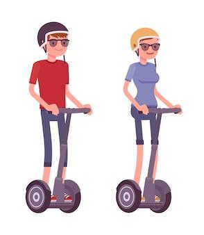 Homem mulher, montando, pretas, scooters elétricos