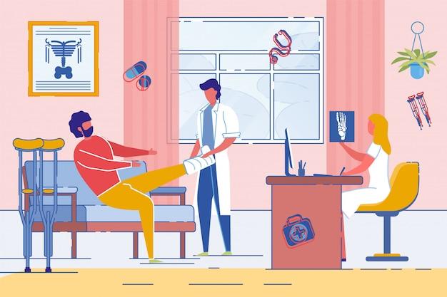 Homem na consulta com traumatologista ou cirurgião.