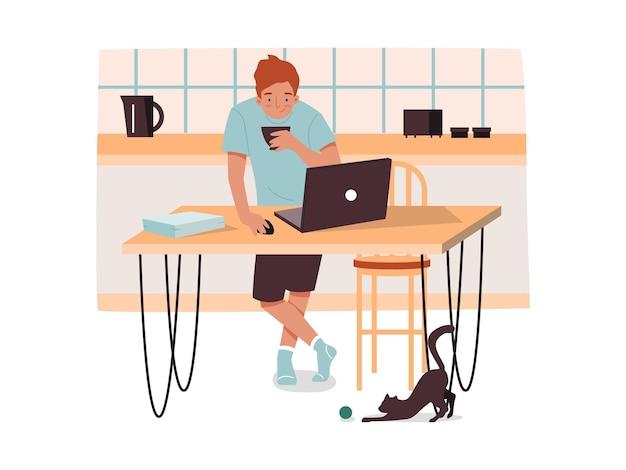 Homem na cozinha com café trabalhando remotamente masculino